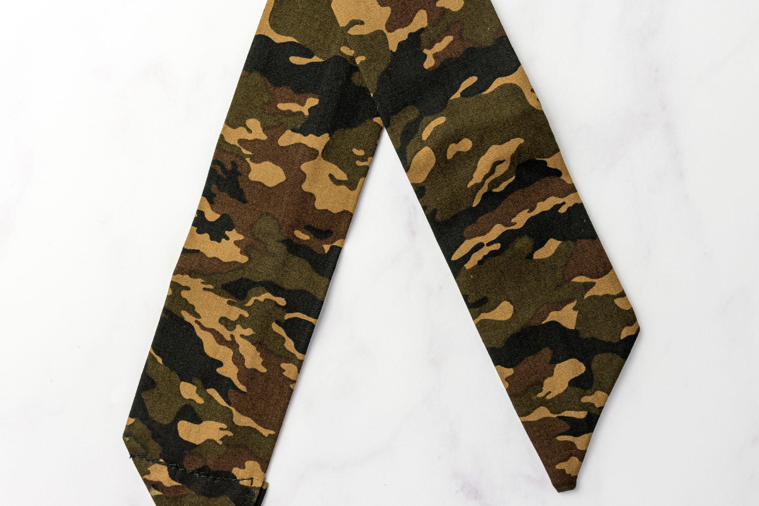 Koelsjaaltje Brown Camouflage detail