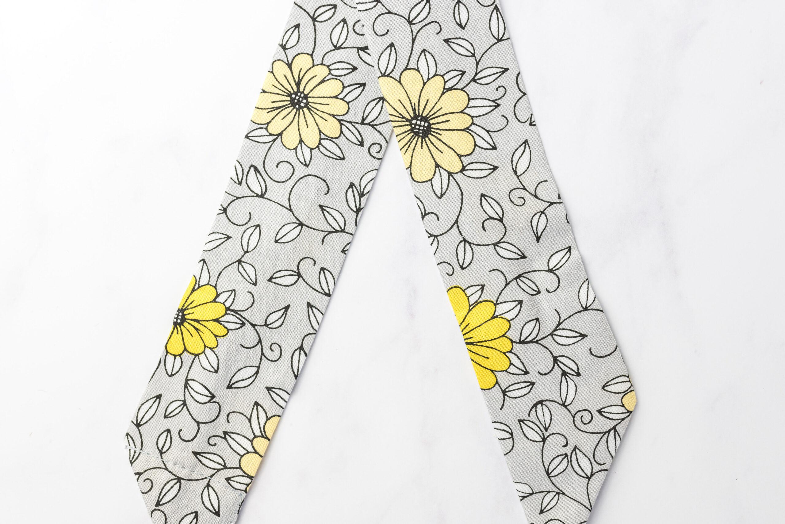Koelsjaaltje Yellow Daisy details